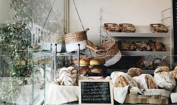 Interior de Julia Bakery.