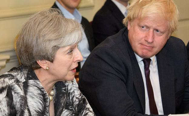 Theresa May junto a Boris Jhonson.