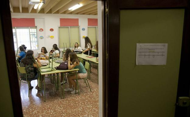 Educaci n busca profesores para cubrir m s de cien de for Vacantes para profesores