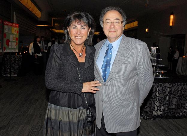 Honey y Barry Sherman, en un acto en agosto de 2010. :: reuters/