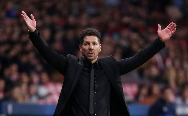 Simeone lamenta una acción./Reuters