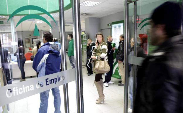 El desempleo crece en andaluc a en personas en octubre diario sur - Oficina de empleo andalucia ...
