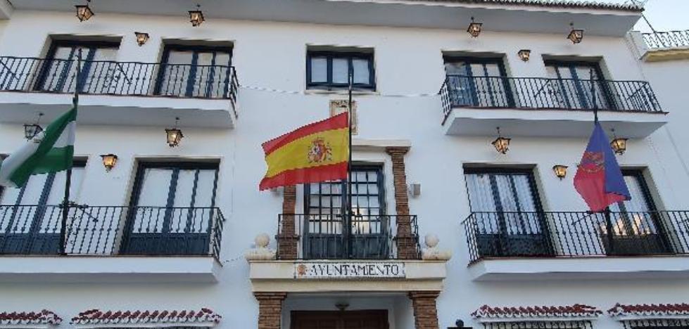 El PSOE acusa al alcalde de Torrox de «despilfarrar recursos públicos» y de «olvidarse de ayudar a los que peor lo están pasando» 2