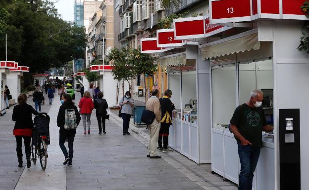 La Feria del Libro Malagueño comenzó ayer en la Alameda Principal. /ñito salas