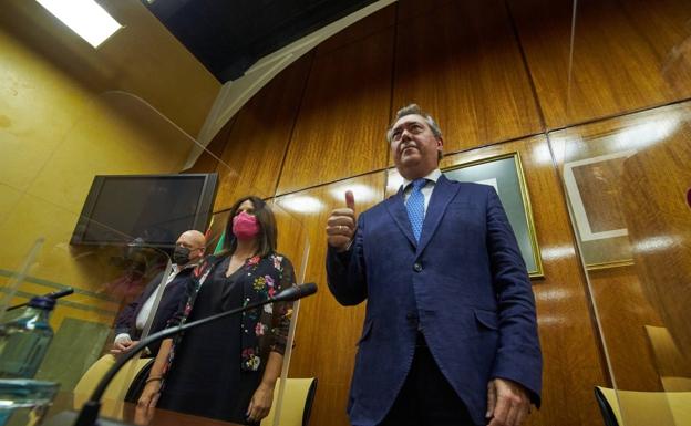 Juan Espadas, junto a Ángeles Férriz y Gerardo Sánchez / ep