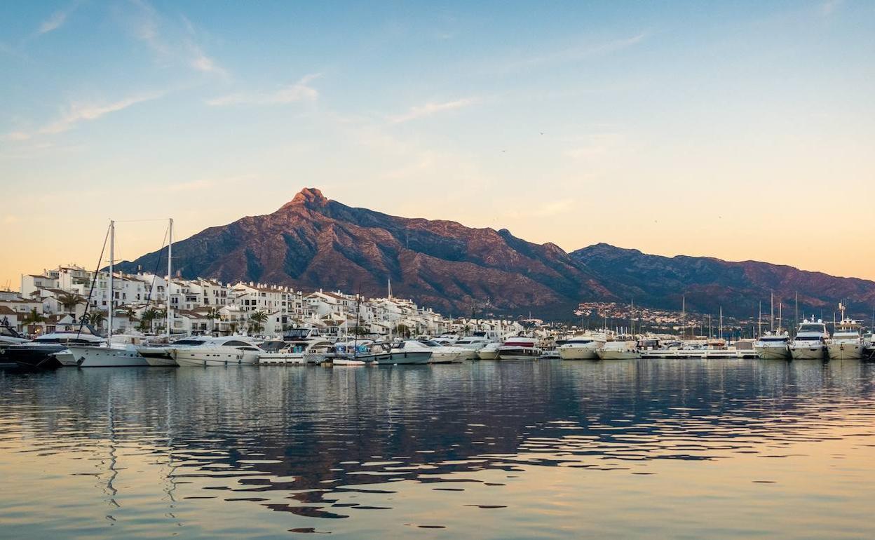 La firma Karl Lagerfeld diseñará cinco villas en la Milla de Oro junto a Sierra Blanca Estates | Diario Sur