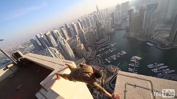 practicando acrobacias arriesgadas