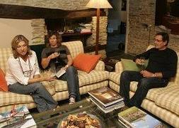 bd81ac8f8578a Un grupo de amigos disfruta de la tranquilidad en un alojamiento rural.     SUR